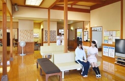 児島医院 長野県 整形外科 リハビリテーション科 院内風景 和風の建物・待合室 写真1