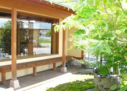 児島医院 長野市 整形外科 リハビリテーション科 インフルエンザ予防接種 肩こり 首の痛み 腰痛 院内風景 和風の建物・待合室