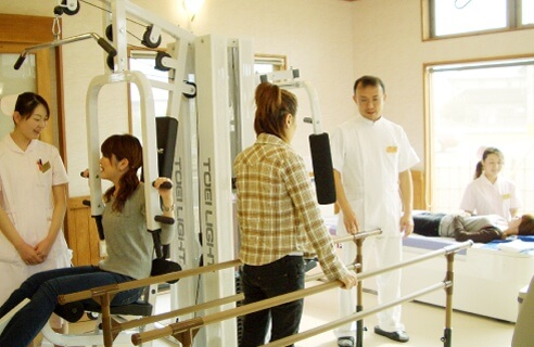 児島医院 長野市 整形外科 リハビリテーション科 院内風景 リハビリテーション インフルエンザ予防接種 肩こり 首の痛み 腰痛 治療風景